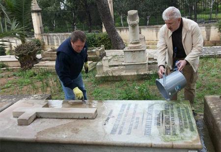 Соотечественники на Мальте приводят в порядок захоронения русских эмигрантов