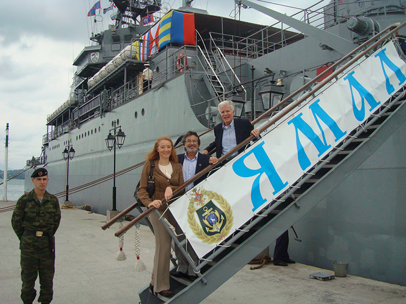 Визит-БДК-«Ямал»-на-о.Спецес-в-2010-г.-.jpg
